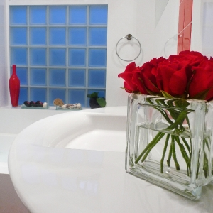 Glass block square glass vase with red roses