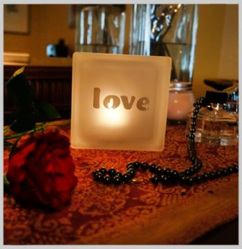 Glass block tealight holder with love motif
