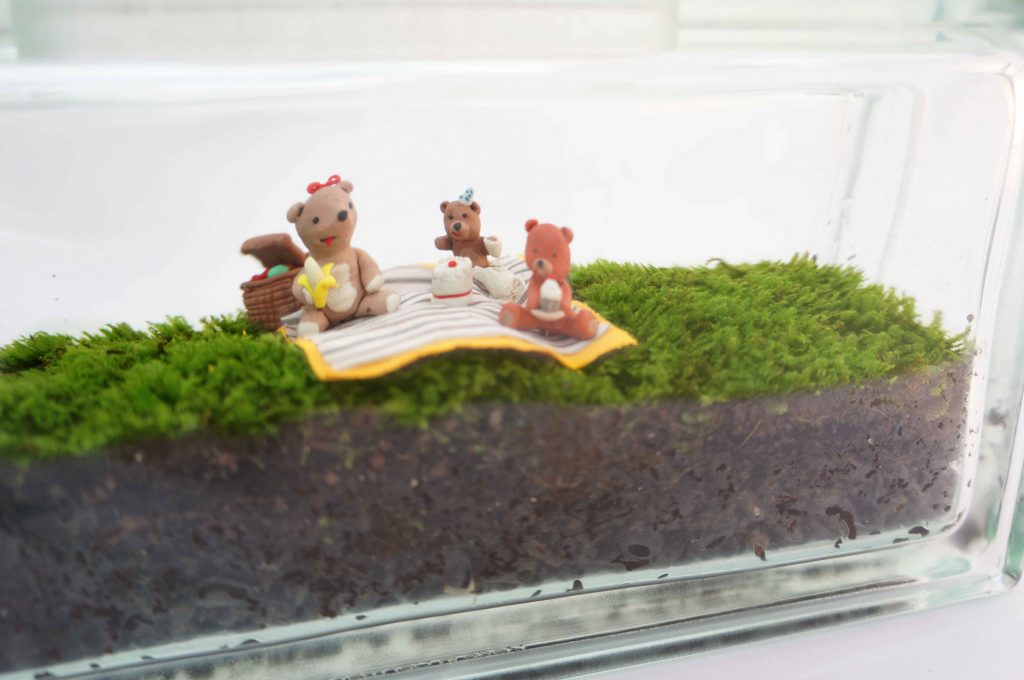 Moss terrarium glass block with teddy bear picnic