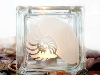 Tea light candle holder with shell motif